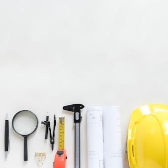 Set di attrezzi di sicurezza e strumenti di disegno