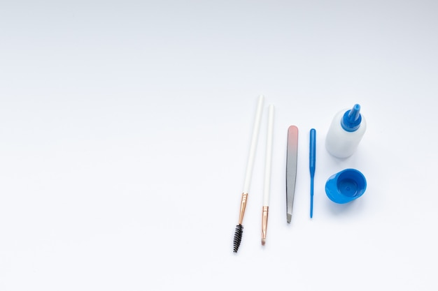 Set of tools for eyebrow dyeing and correction