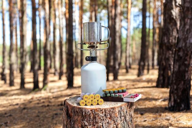 Set a tourist hunter knife mug cartridges gas burner matches