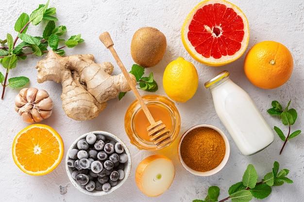 면역 체계를 강화하기 위해 야채와 과일을 설정하십시오.