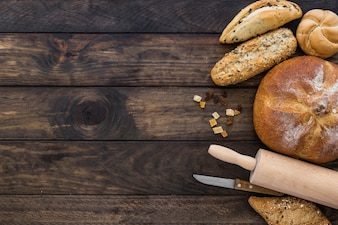 Set with bakery rolling pin and knife
