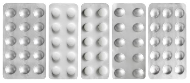 Набор таблеток, изолированные на белом фоне.