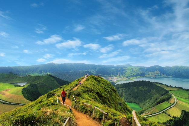 アゾ、sete cidadesの湖の景色を望む散歩道