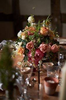 Setting a summer wedding dinner table in a rustic style