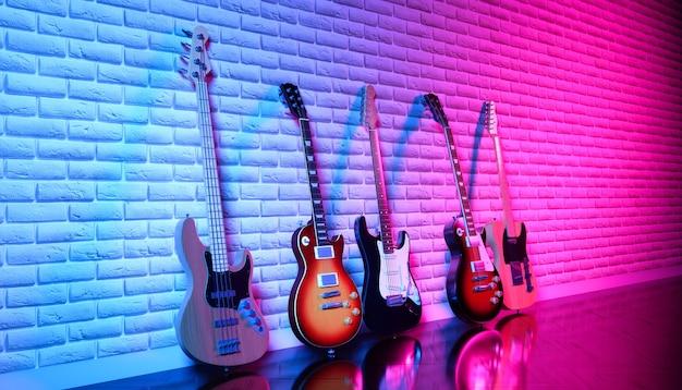 Несколько электрогитар у кирпичной стены в неоновом свете, 3d иллюстрация