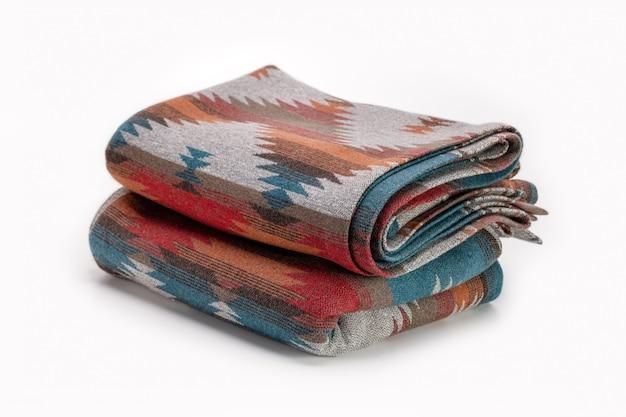 Несколько роскошных разноцветных пледов из шерсти элегантный текстильный фон в стиле пендельтона