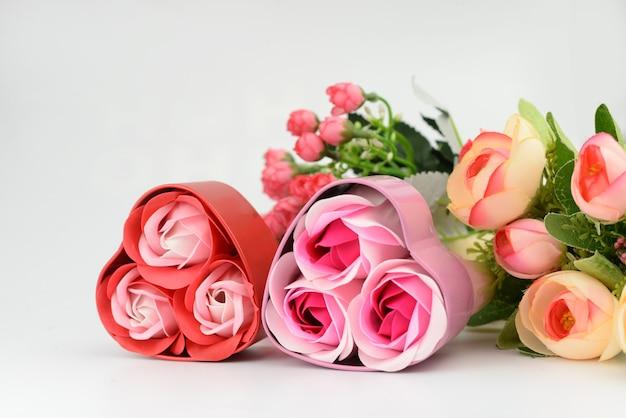 여러 장미 꽃다발