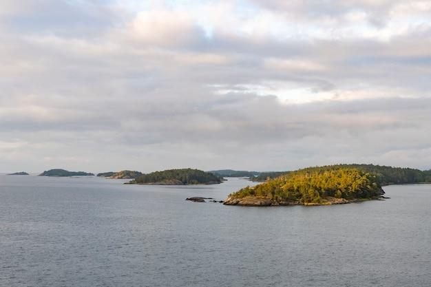 スウェーデン沖のいくつかの小さな島