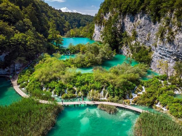 가장 놀라운 플리트 비체 호수 중 하나의 여러 폭포
