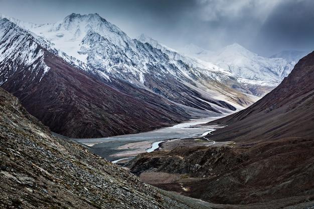 심한 산-인도 히말라야의보기