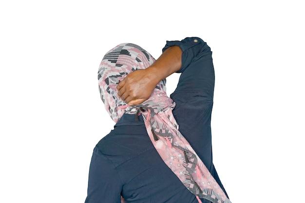 女性の激しい首の痛み