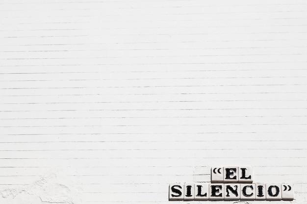 スペイン、セビリア。 el silencio(沈黙)ロードプレート。