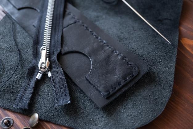 Пошив кошелька, портмоне, сумок из натуральной кожи. инструменты для изготовления изделий из натуральной кожи.
