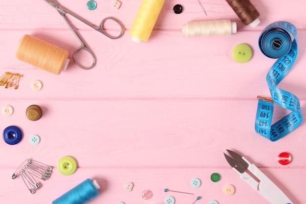 縫製アクセサリークローズアップ趣味生地と縫製用糸
