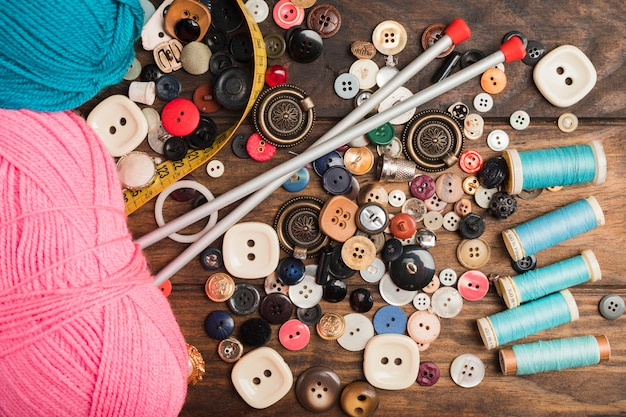 Sewing buttons with wool and needles