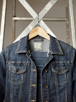 縫製デニムジャケットとボタン