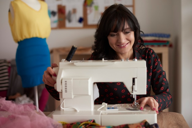 縫製は彼女の大きな情熱です