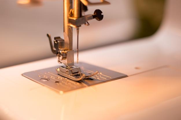 Используемая швейная машина