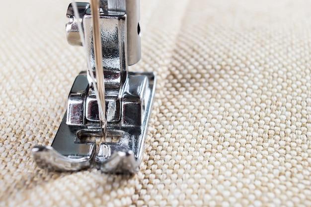 Лапка швейной машины и предмет одежды