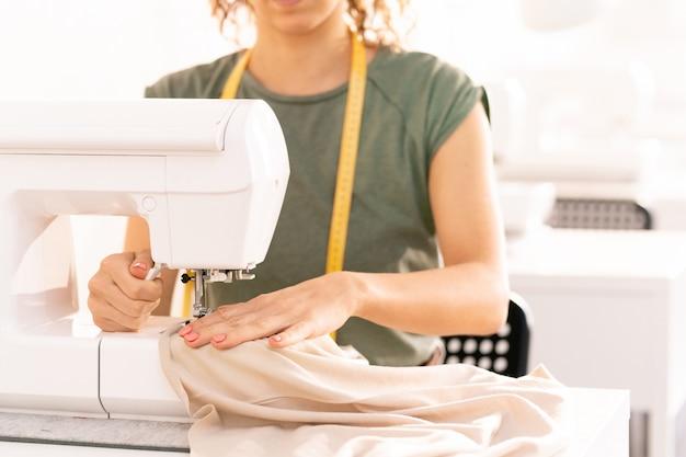 電気機械で縫う