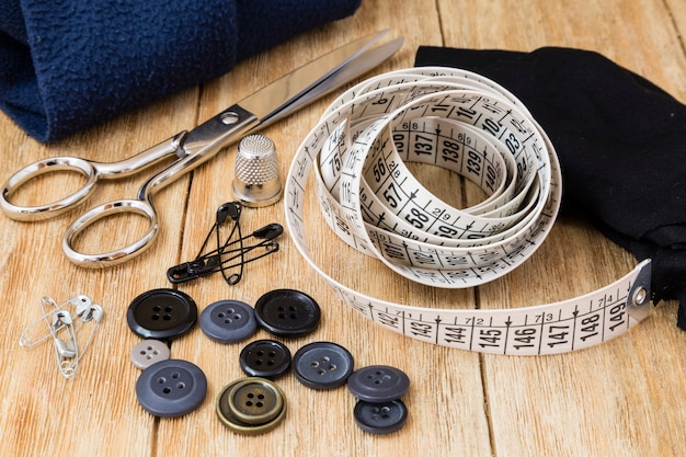 Sewing tools and sewing kit
