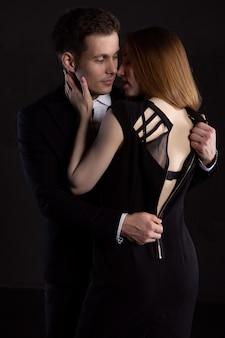 Сексуальная и элегантная пара
