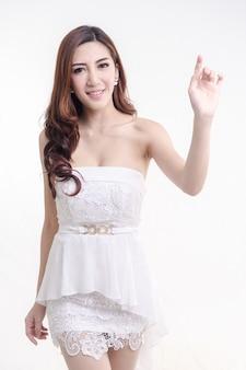 セクシーなアジアの女性の美しさの顔と完璧な肌