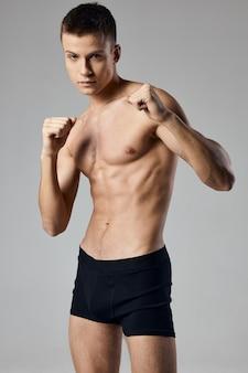 팬티 벗은 몸통 손에 주먹에 섹시한 권투 선수