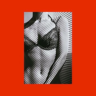 Сексуальная девушка у окна в стильном кружевном нижнем белье