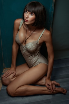 Bodysuit에서 섹시 한 여자