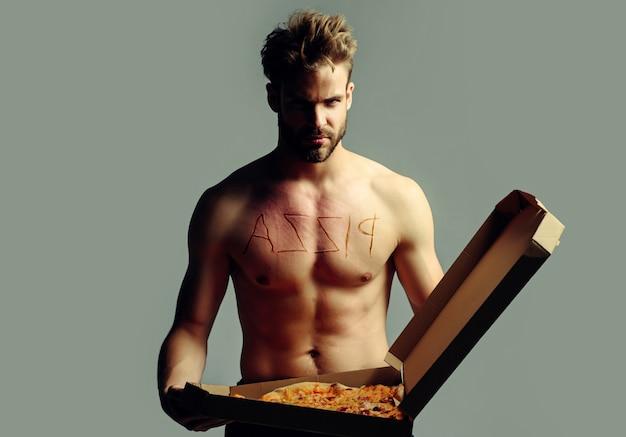 ピザとセクシーな男。ピザ配達裸の男。