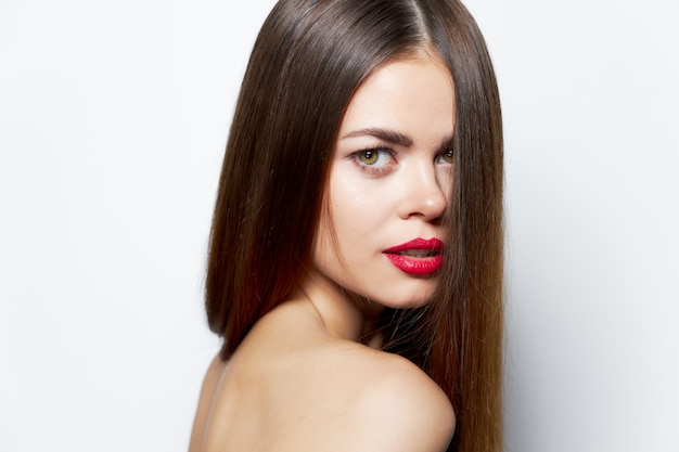Сексуальная женщина голая спина красные губы обрезанный вид