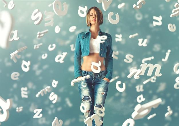 Сексуальная молодая женщина в модной одежде с буквами, летающими вокруг нее