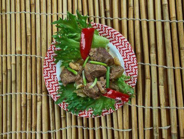 샤차 비프 - 샤차 소스와 부드러운 비프 스트립을 곁들인 중국 요리.중국-미국 요리