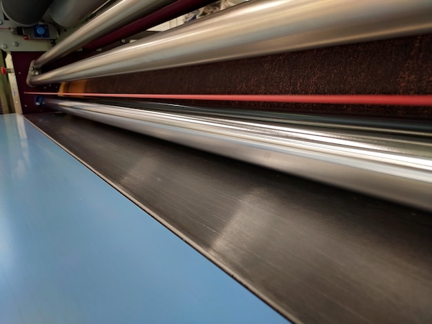 직물에 이미지를 전사하기 위한 기계의 샤프트.