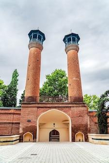 Старая мечеть шаха аббаса в городе гянджа, построенная в 1601 году