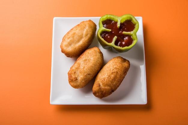Shahi bread roll은 감자를 롤빵에 채우고 기름에 튀기는 인도의 간단한 스낵 레시피입니다.