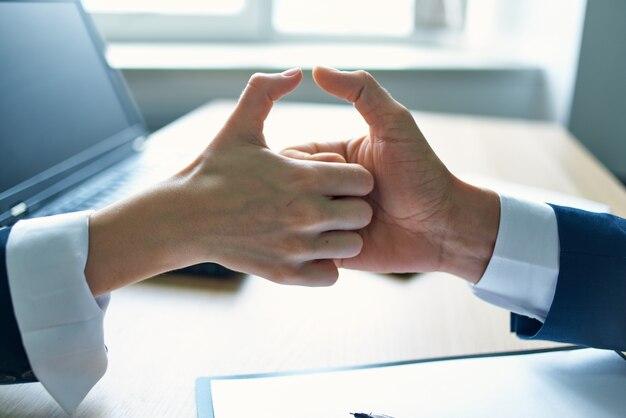 握手ビジネス成功チームワーク