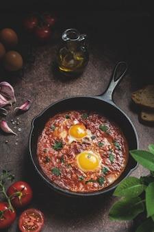 Шакшука, ближневосточные яичницы с острым томатным соусом
