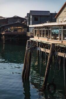 水域近くの建物の浅い焦点