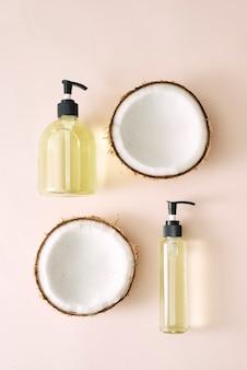 シャンプーとスプレーココナッツヘアケア。自然化粧品自家製マスク。ココナッツオイルとスクラブ。スパとウェルネス。自家製美容製品。健康的な生活様式。