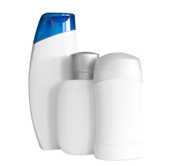 Бутылка шампуня на белом фоне