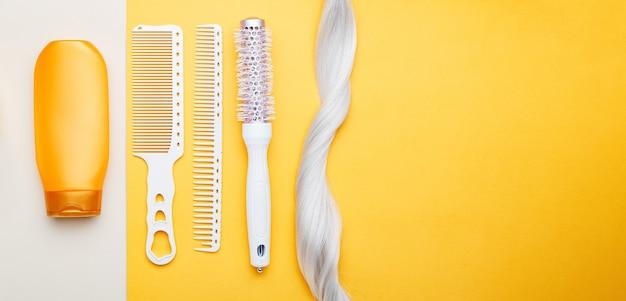 ブロンドの髪の異なる髪の櫛のシャンプーストランドロック