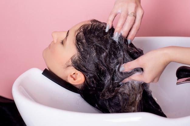 Шампунь для мытья волос брюнетки