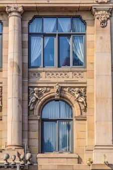 상하이 외탄 유럽식 건물 문과 창문