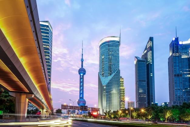 Шанхайский финансовый район луцзяцзуй улица ночь