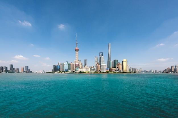 상하이, 중국에서 아침에 푸동 lujiazui의 상하이 고층 빌딩.