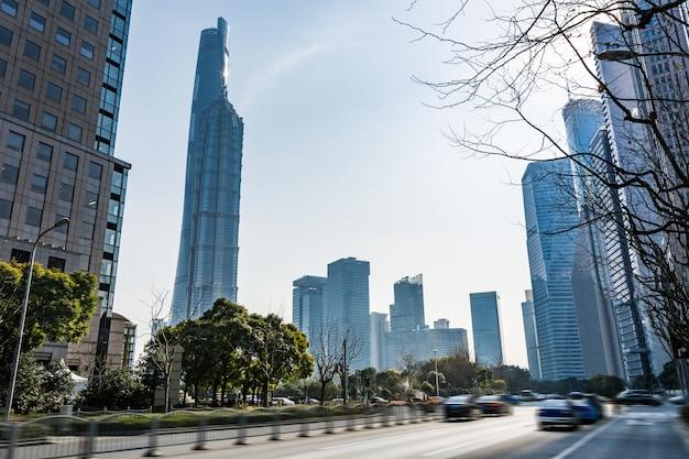 Шанхайский всемирный финансовый центр и башня цзинь мао