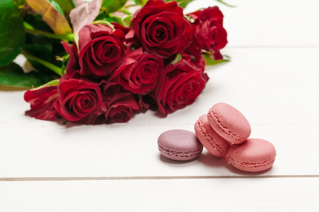 Shaped macaroons and roses bouquet