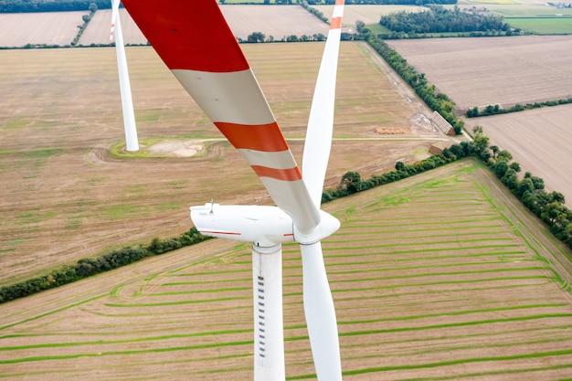 풍력 터빈의 날카로운 블레이드, 클로즈업, 무인 항공기